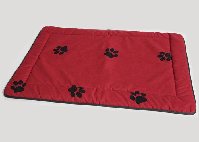 Hundedecke 95x65 cm rot mit grauen Tatzen